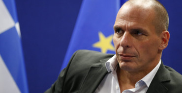 Varoufakis vuelve a desafiar a la Troika