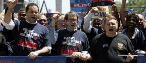 Imagen de miembros del sindicato UAW manifestándose