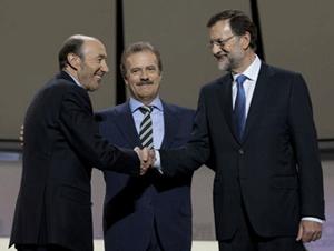 Fotografía de Alfredo Pérez Rubalcaba, Manuel Campo Vidal y Mariano Rajoy