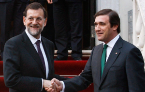 Photo of Spanish PM Mariano Rajoy with Portugal's PM Pedro Passos Coelho
