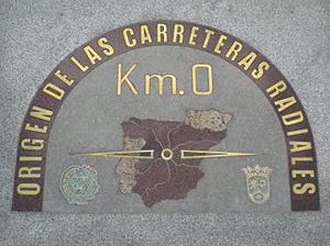 Imagen de la placa del kilómetro cero en Madrid que sustituyó a la antigua en 2009
