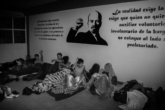 """""""Equipo de futbol de Baja California, pasando la noche en el aula de una escuela del pueblo""""."""