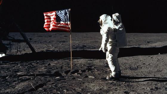 Mucha gente aún cree que imágenes como esta de Buzz Aldrin en la Luna fueron rodadas en un estudio de California / NASA