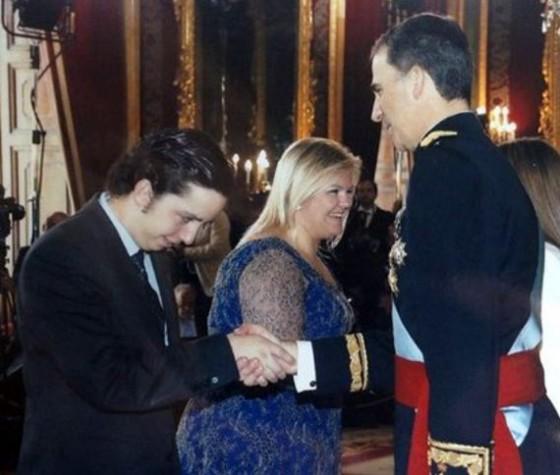 Francisco Nicolás saluda a Felipe VI en la recepción tras la coronación.