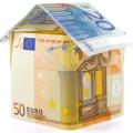 Imagen de casa hecha de billetes