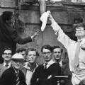 Stephen Hawking, primero por la derecha, en sus años de estudiante en la Universidad de Oxford